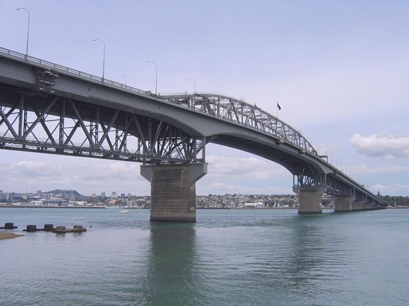 Dealing With Health Hazards For the Auckland Harbour Bridge Repairs
